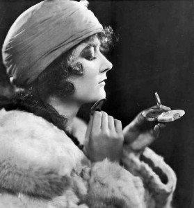 mary-philbin-makeup-fur