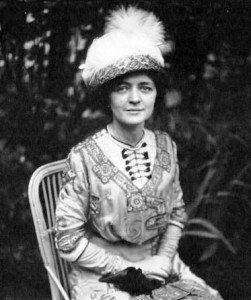 Marcelle_Géniat_1910