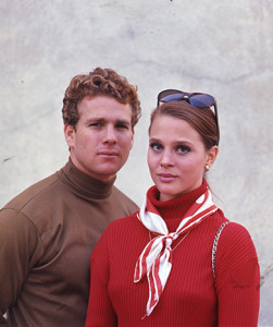 Ryan_O'Neal_and_Leigh_Taylor-Young